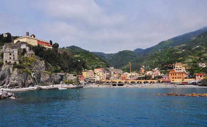 Vista di Monterosso dal battello da Genova a Cinque Terre - Golfo Paradiso